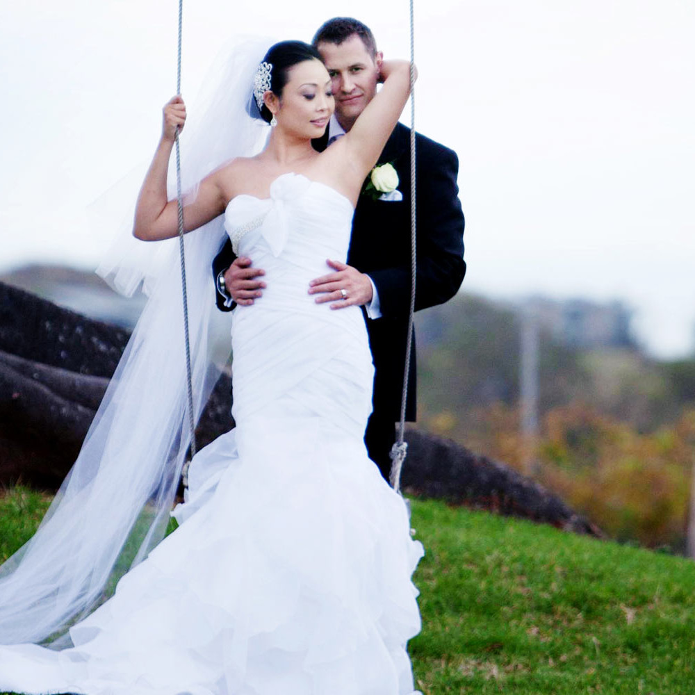 slider-1600x1000-wedding-swing-colour